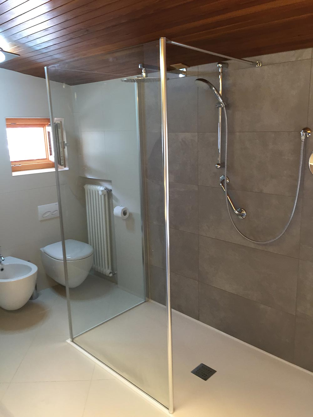 Piatto doccia filo pavimento piatto doccia per disabili - Impermeabilizzare fughe piastrelle doccia ...